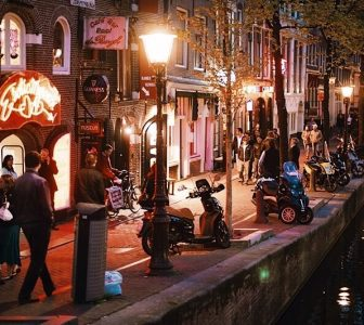 Red Light District Guided Walking Tour – Private Tour in Portuguese